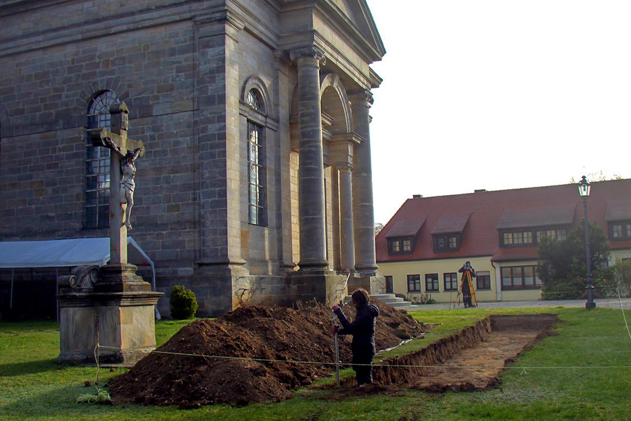 Sondageschnitt-vor-der-St.Martinskirch_20201022-071458_1