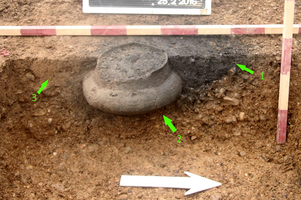Dokumentation-Urne-Profil-Ausgrabung-Grossmehring